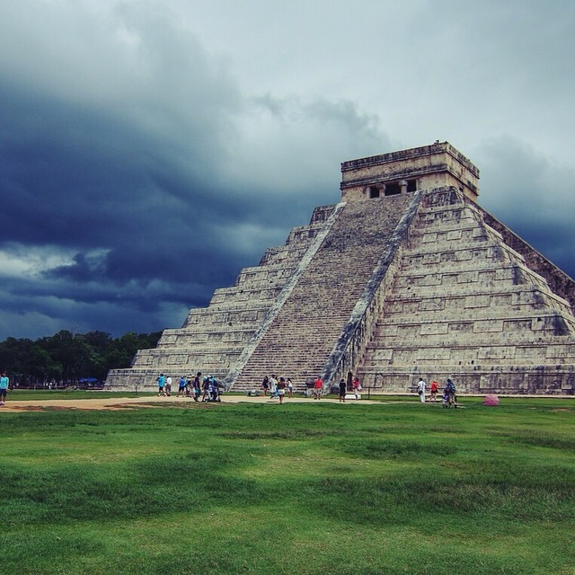 A storm is coming...⚡️#chichenitza #travel #7wondersoftheworld @viatortravel #mexico #tbex