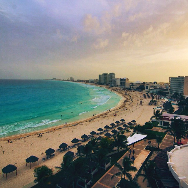 Sunsets in Cancun, Mexico.? #travel #mexico #cancun #sunsets #beaches #vacation #canyoucancun Taken at Krystal Grand Cancun @KG_puntacancun  @cancuncvb
