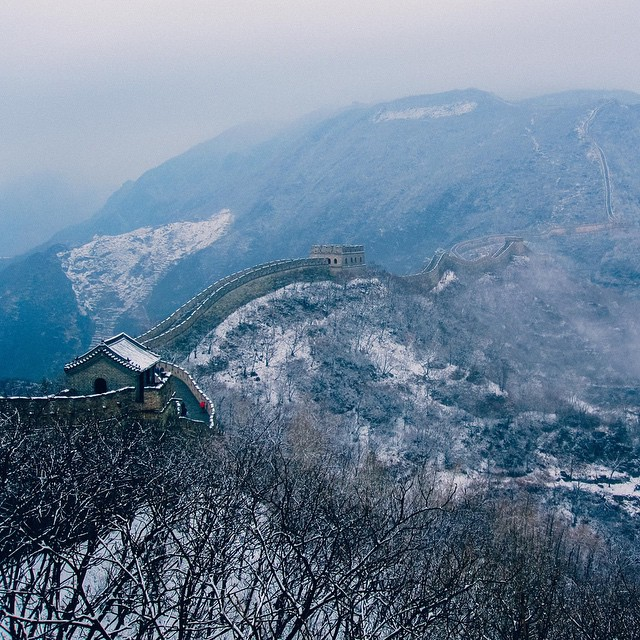 The Great Wall of China, Mutianyu. 2010. Covered in a light dusting of snow. It's still one of my most favourite places I've ever been and one I would love to go back to. ?? #china #greatwall #7wondersoftheworld #marcopolo #mitanyu #snow #winter #greatwallofchina #travel #history #architecture